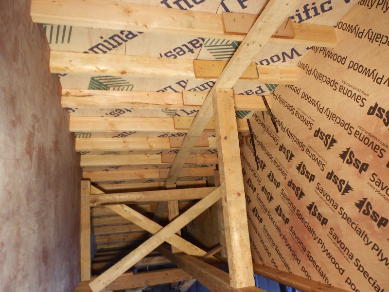 Additional support is needed at 2x4 joint in roof structure.