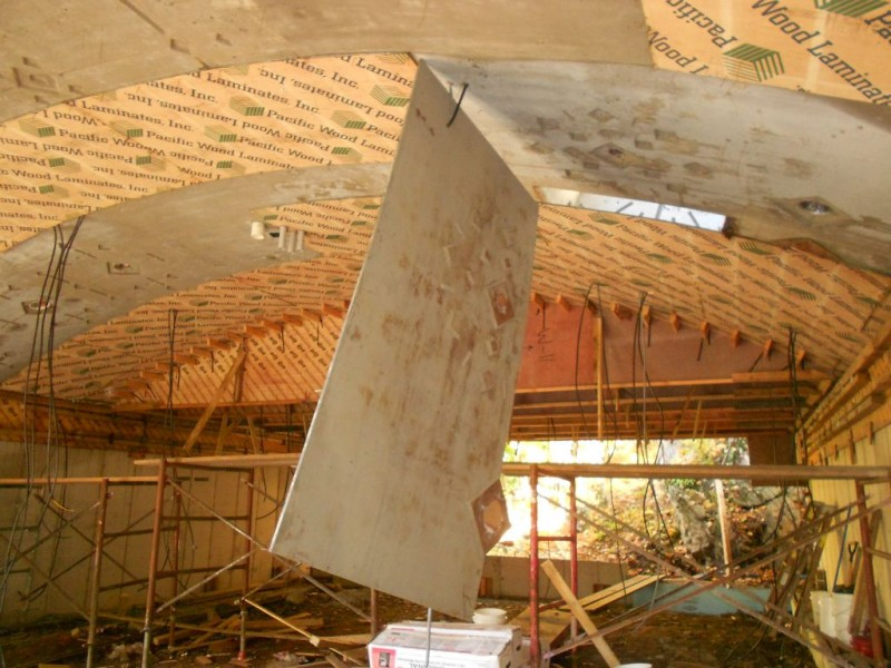 Plywood suspended by polycoated BX.